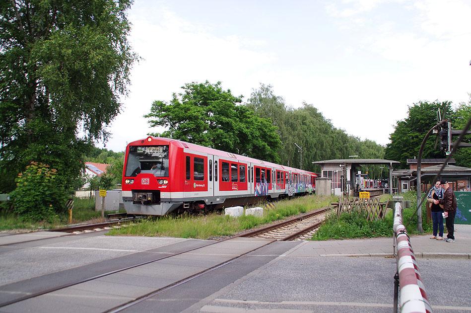 http://larsbrueggemann.de/fotos-eb-14-630px/529ewd-suelldorf-bahnuebergang.jpg