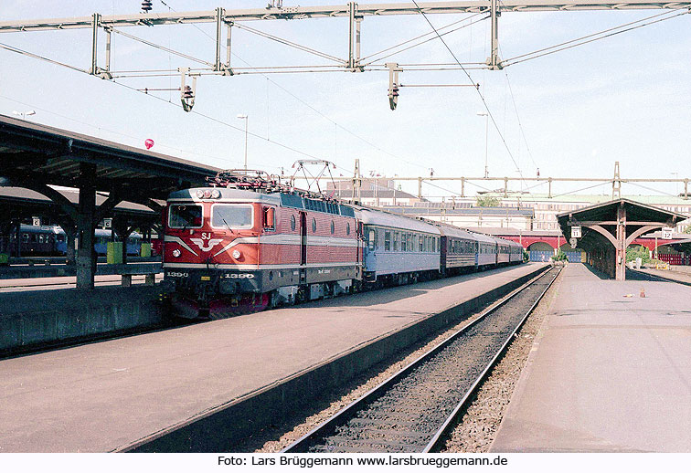 Die SJ Rc Lok 1390 in Göteborg CS in Schweden